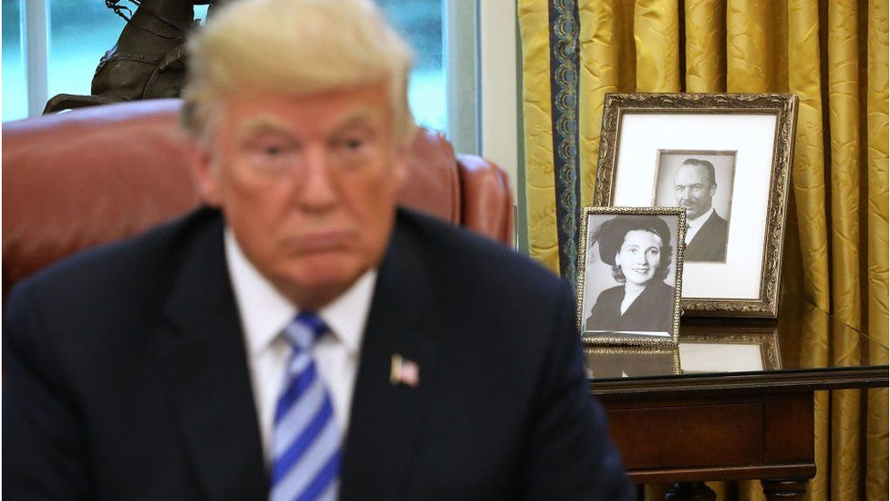 Pictures of Trump's parents, seen in the White House Oval Office