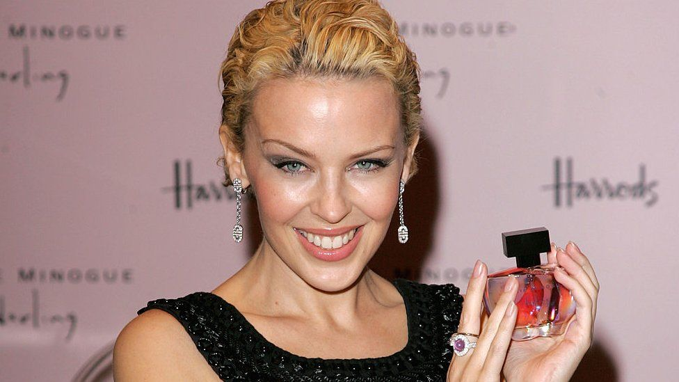 Singer Kylie Minogue launches her new fragrance 'Darling' at Harrods on 9 February 2007 in London, England.