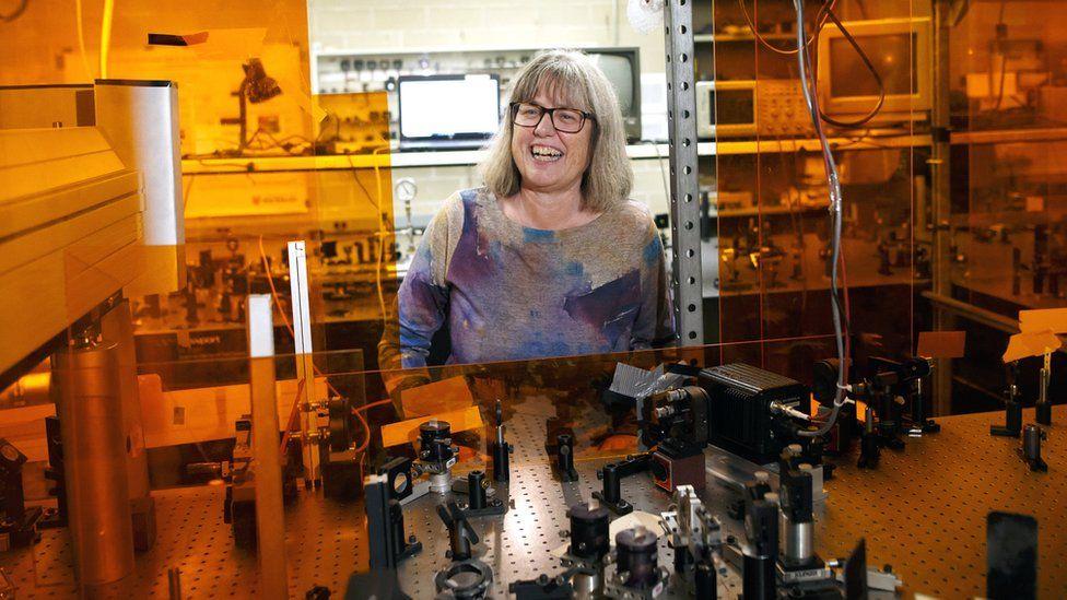 Professor Dr Donna Strickland in her lab