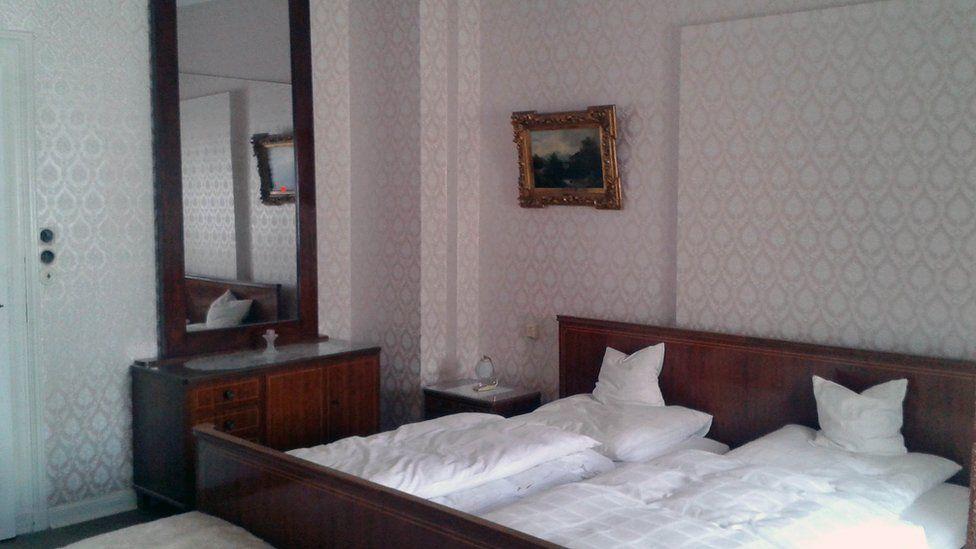 Elvis's bedroom at the Hotel Grunewald