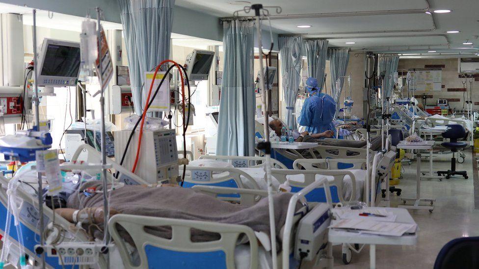 Covid-19 patients at a hospital in Tehran, Iran (30 March 2020)
