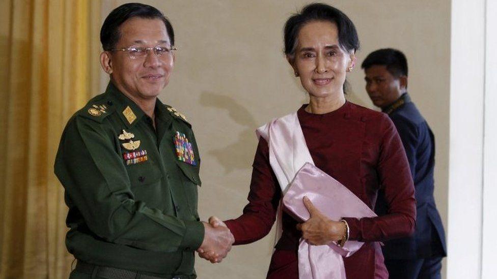 Gen Min Aung Hlaing and Aung San Suu Kyi shake hands