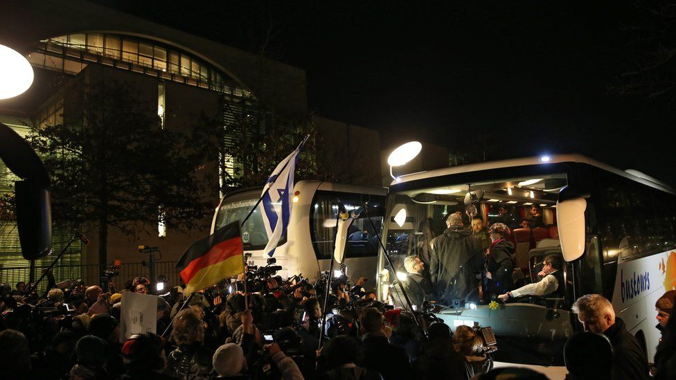 A bus carrying refugees from Landshut arrives at the federal chancellery in Berlin, Germany (14 January 2016)