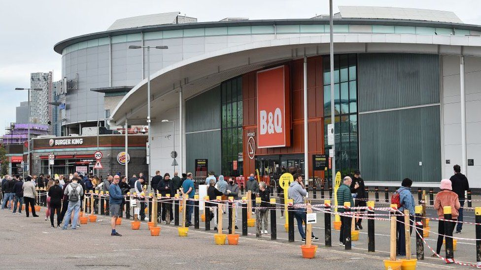 B&Q store with socially-distanced queue