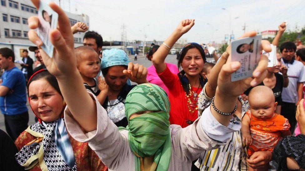 Hasil gambar untuk foto tangisan anak muslim uighur di china