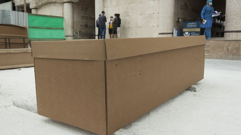 Cardboard coffin at a Guayaquil morgue, 10 Apr 20