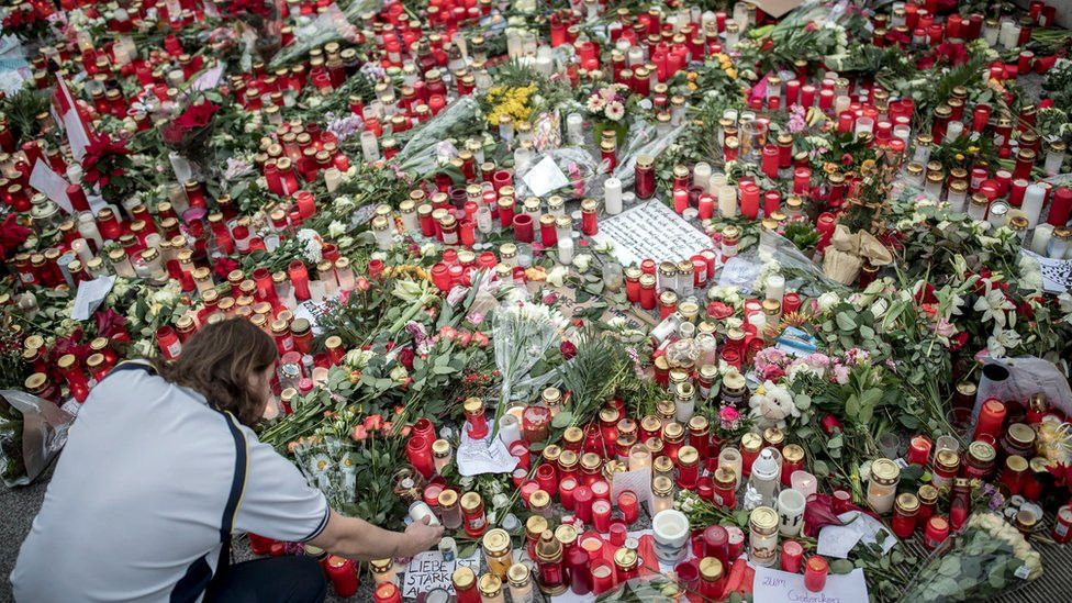 Candles and flowers are placed at Breitscheidplatz in remembrance of the victims of the 19 December terrorist attack in Berlin, Germany, 23 December 2016.