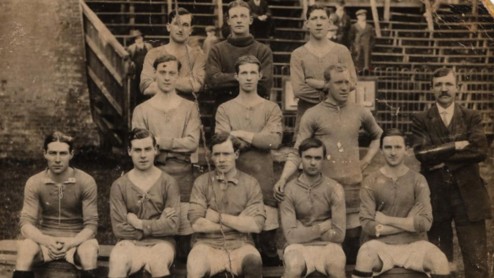 Tom (back row, left) lining up for Cardiff at Southampton with Fred Keenor (back row, right) and Arthur Fish (centre row, middle)