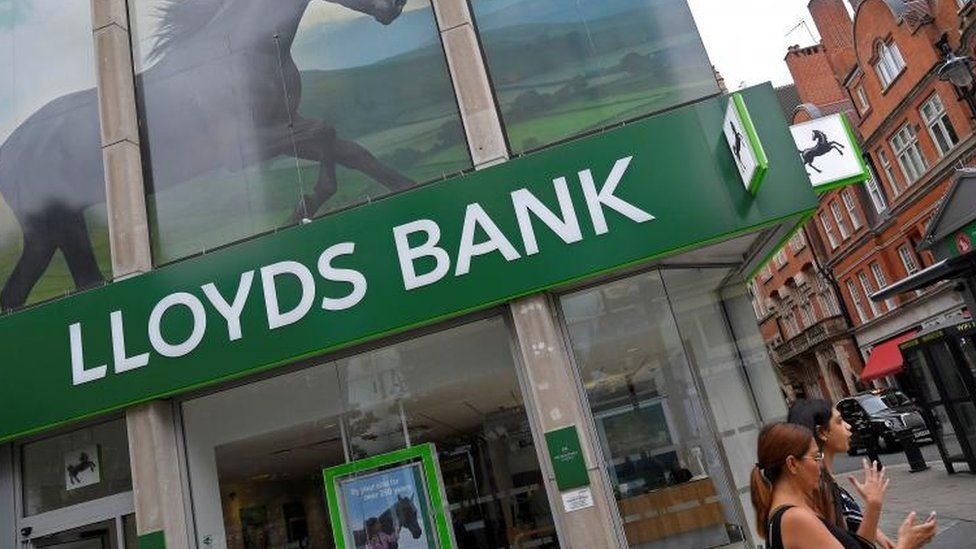 Lloyds joins crowd with new 40% overdraft rates