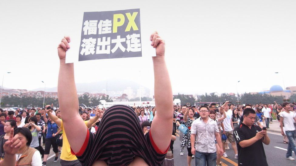 Hundreds of people demonstrate over the Fujia chemical plant in Dalian, August 2011