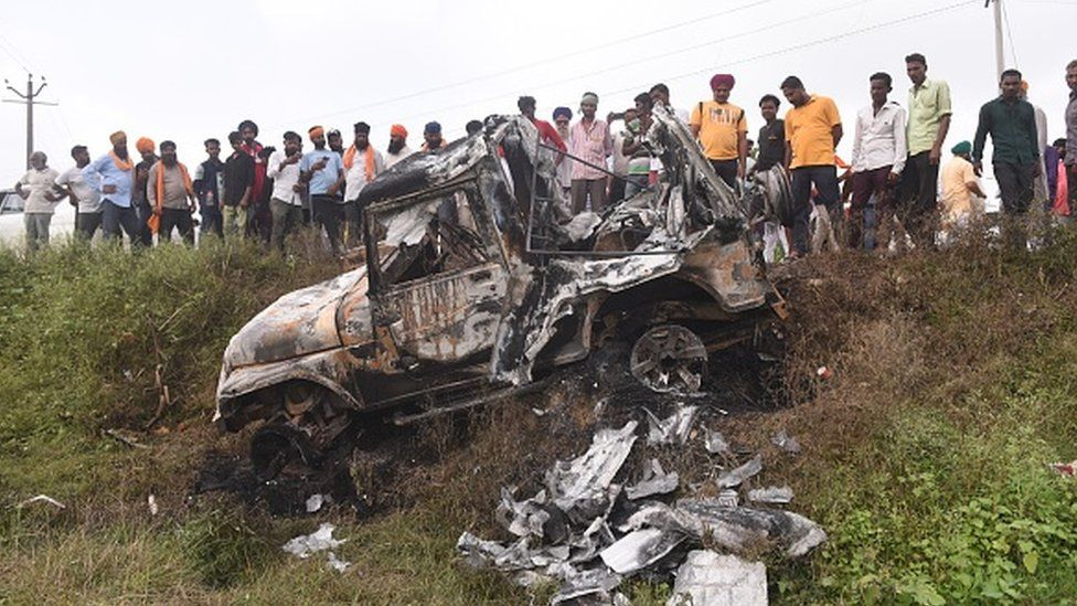 ne of the SUVs that allegedly ran over the farmers and killed them, was set ablaze by an angry mob at Tikunia on October 4, 2021 in Lakhimpur Kheri,