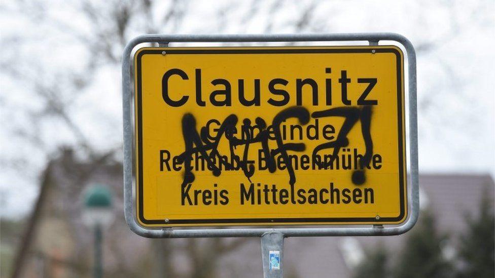 Clausnitz, graffiti covered sign