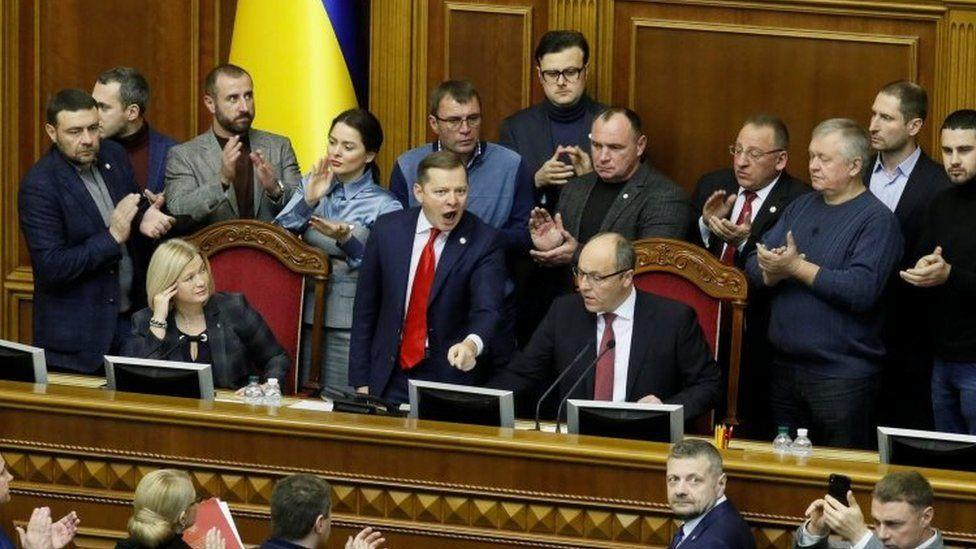 Rusya ile gerilim sonrası Ukrayna Parlamentosu sıkıyönetimi onayladı