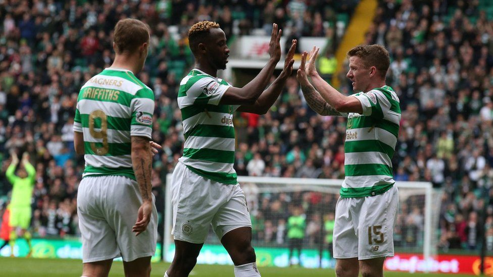 Celtic's Moussa Dembele (centre) celebrates scoring his side's second goal of the game during the Ladbrokes Scottish Premiership match at Celtic Park, Glasgow.