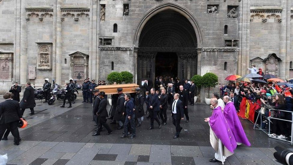 Niki Lauda's coffin is carried out of St Stephen's cathedral in Vienna. Photo: 29 May 2019