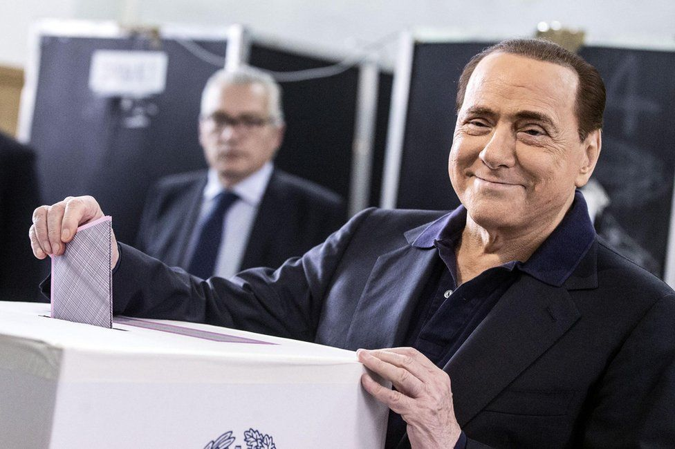 Silvio Berlusconi (R) casts his ballot during the municipal elections at a polling station in Rome, Italy, 5 June 2016