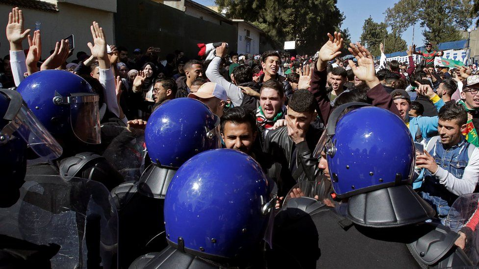 Anti-riot police face off against students in Algiers