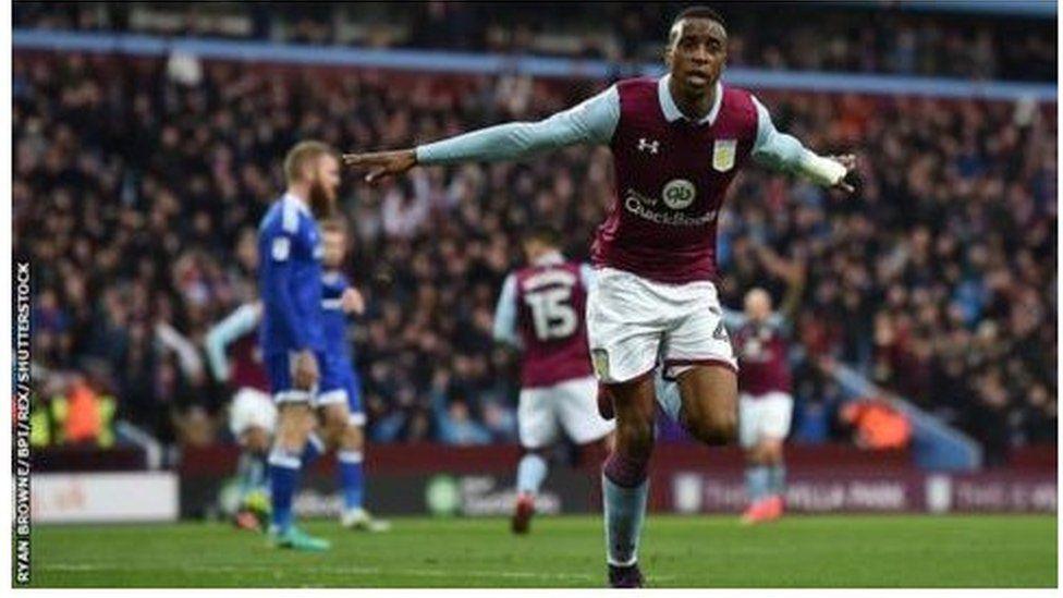 Jonathan Kodjia sydd wedi sgorio 13 gôl i Aston Villa ers gadael Bristol City yn Awst