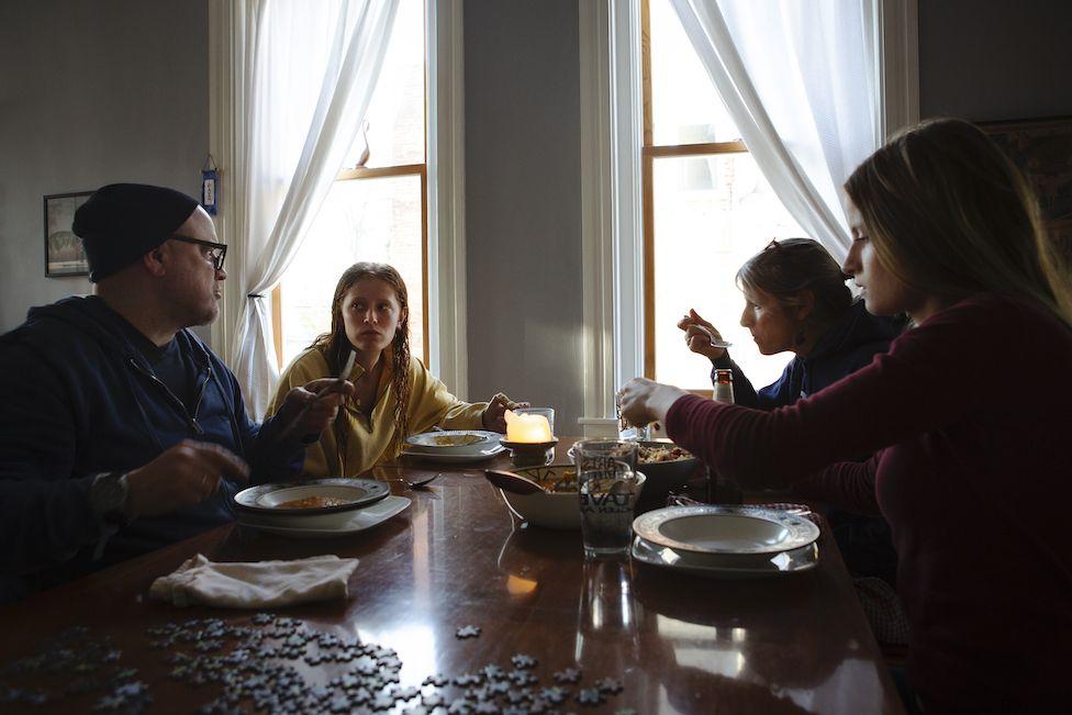 The Hordinskis have dinner