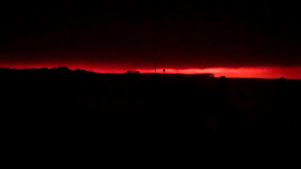 Red glow from fire seen creeping over Mallacoota