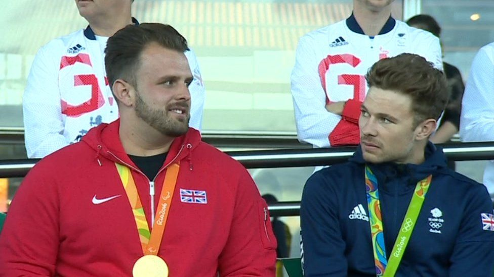 Aled Sion Davies ac Owain Doull