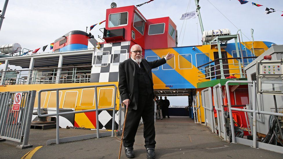 Sir Peter Blake in front of the Everybody Razzle Dazzle ferry