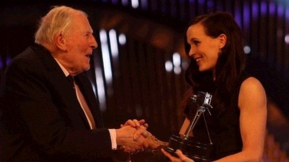 Roger Bannister presents Victoria Pendleton with the award for Team GB and Paralympic GB
