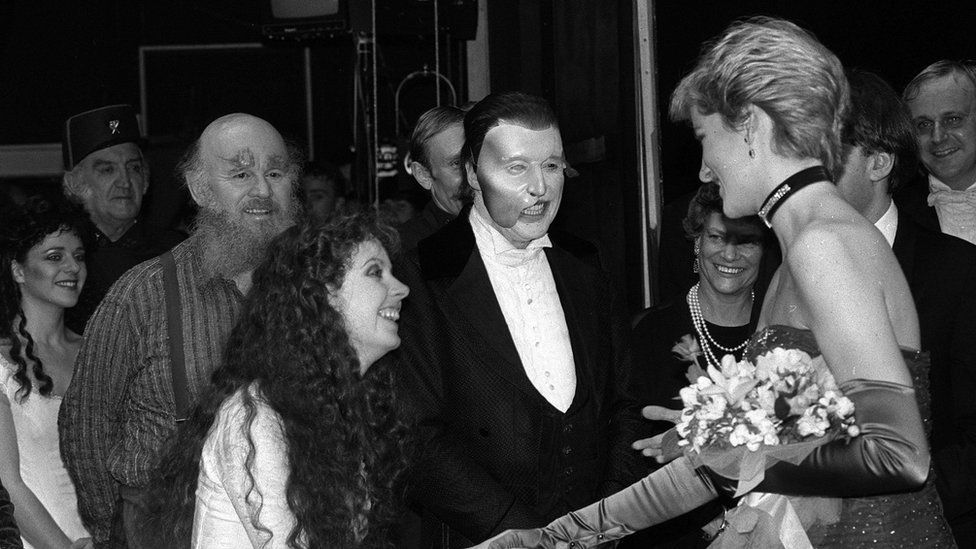 Michael Crawford and Sarah Brightman meet the Princess of Wales at the gala opening in 1986