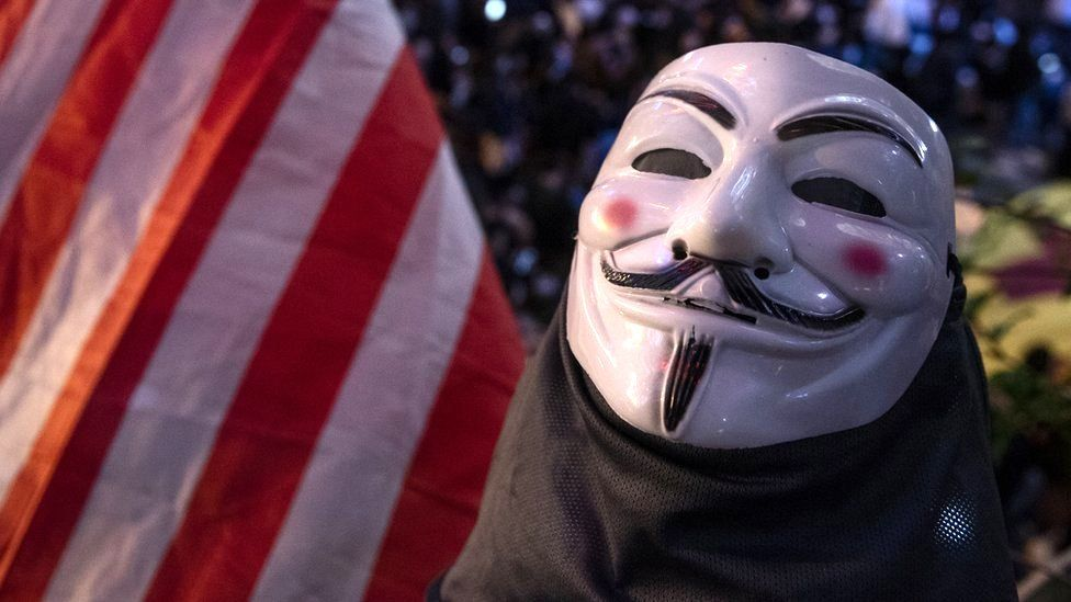 George Floyd: les hackers anonymes réapparaissent