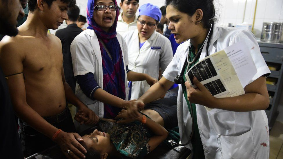 Doctors attend to a little girl in Dhaka medical college hospital after a small bomb exploded outside the Bangladesh capital's main Shia religious site in Dhaka on October 24, 2015