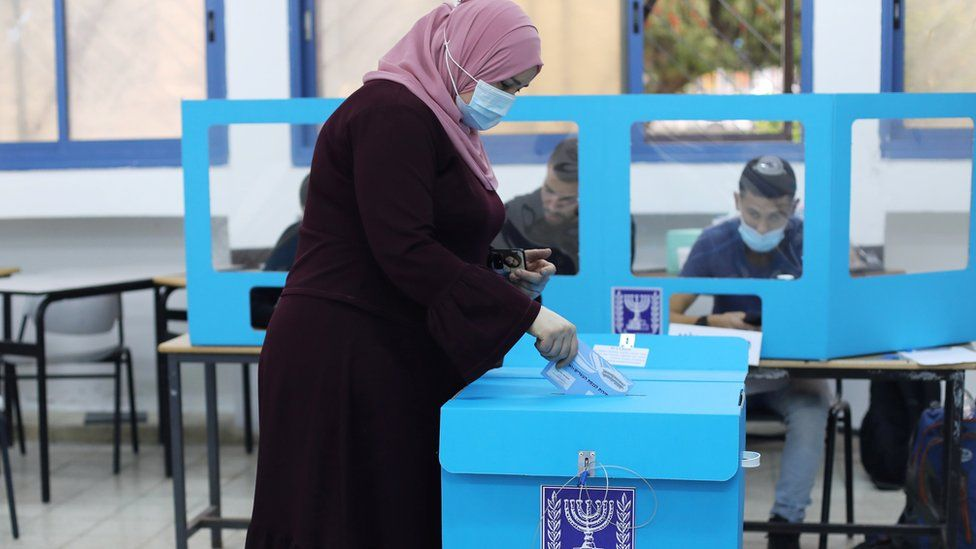 An Arab woman votes in Israel's general election in Kafr Manda (23 March 2021)