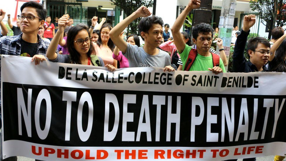 Students & teachers joined to the noise barrage to condemn the proposed return of Death Penalty in front of De La Salle-College of Saint Benilde in Taft Avenue, Manila City on March 8, 2017.