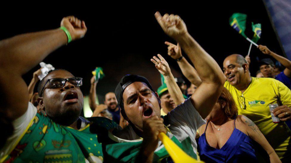 Anti-Lula demonstrators react