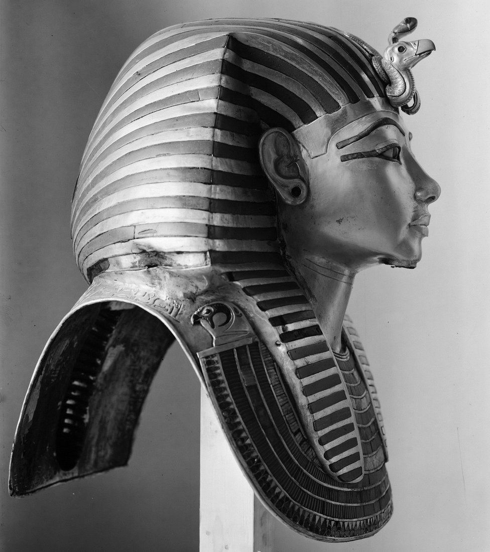 Profile photograph of King Tutankhamun's mummy mask