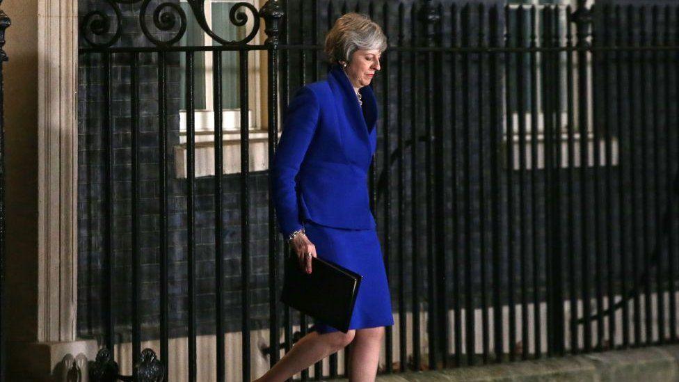 İngiltere basını: Başbakan May güvenoyu aldı ama Brexit konusunda işi zor