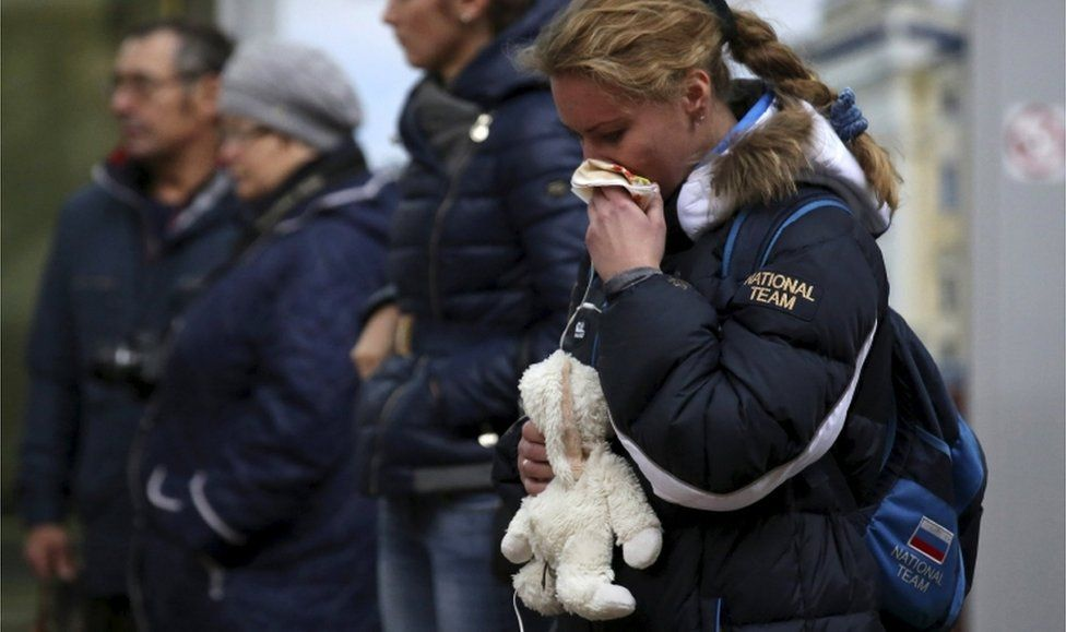 People mourn at a makeshift memorial for victims of a Russian airliner which crashed in Egypt, outside Pulkovo Airport in St Petersburg, Russia, 4 November 2015