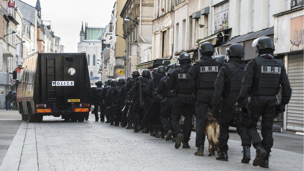 Police in the raid in Saint-Denis on 18 November 2015
