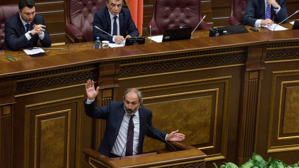 Armenian opposition leader Nikol Pashinyan addresses parliament in Yerevan, 1 May 2018