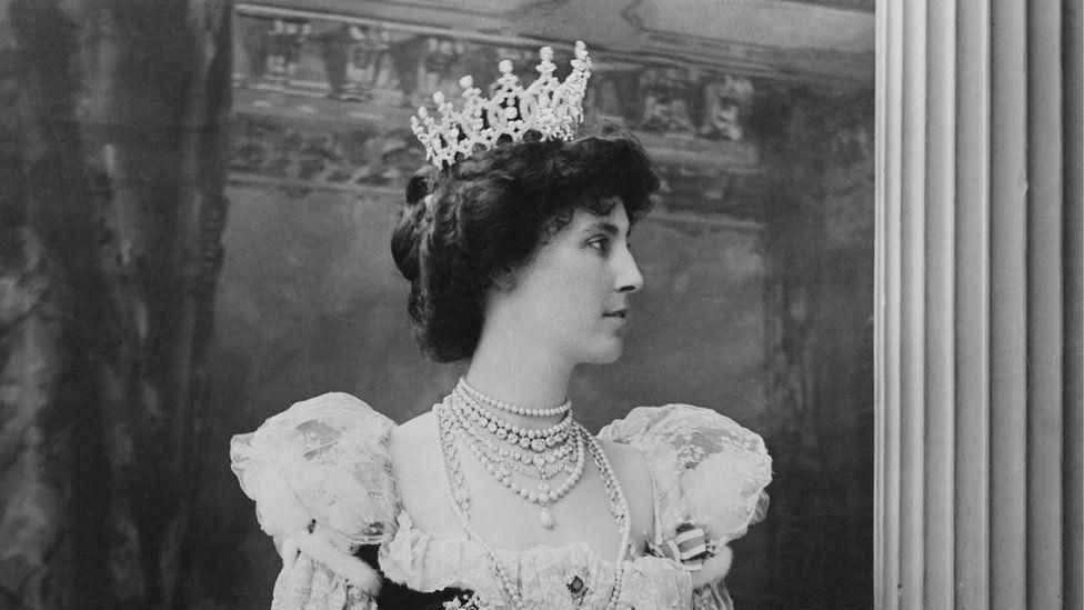 Winifred Anna Dallas-Yorke, Duchess of Portland wearing the tiara