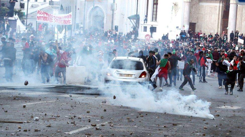 Demonstrators clash with police in Algiers