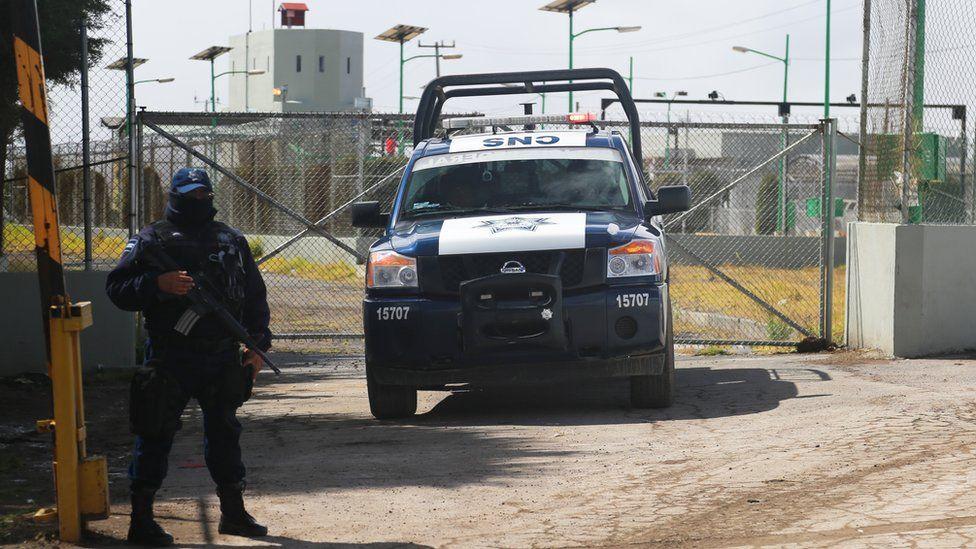 Security guard outside El Altiplano prison in Mexico - 14 January 2016
