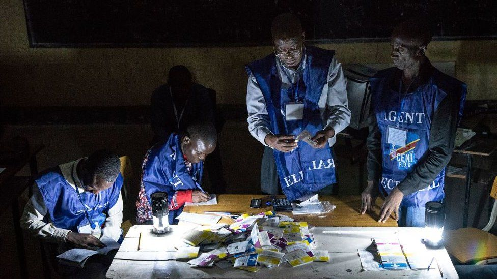 Agents counting votes in DR Congo