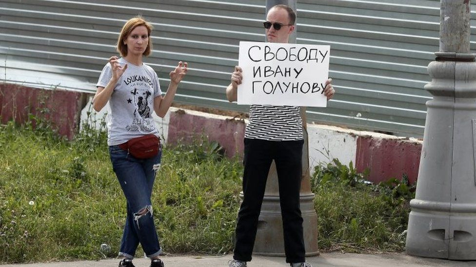 """Protesters outside a court in Moscow with a slogan that reads: """"Freedom for Ivan Golunov"""". Photo: 8 June 2019"""
