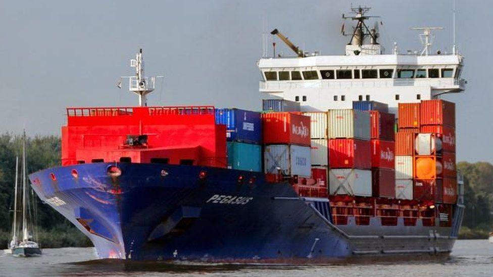 Peak Pegasus, el gigantesco buque de carga estadounidense que lleva un mes a la deriva frente a la costa de China