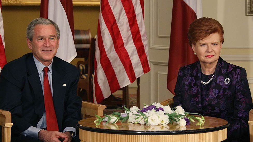 Vaira meeting former President George W Bush in Riga, 2006