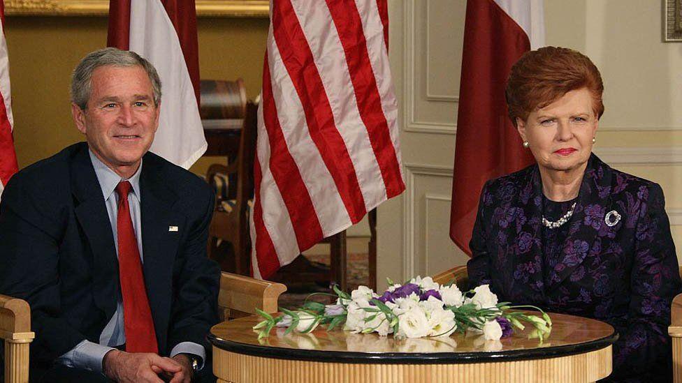 Vaira meeting former President George W Bush in Riga, 2006