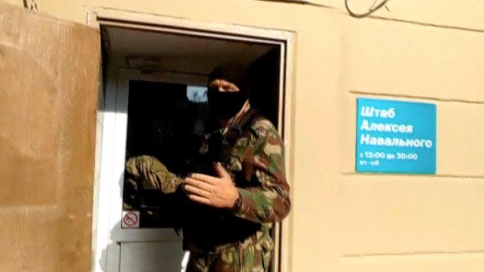 Дайджест: обыски в штабах Навального и лауреаты Шнобелевской премии
