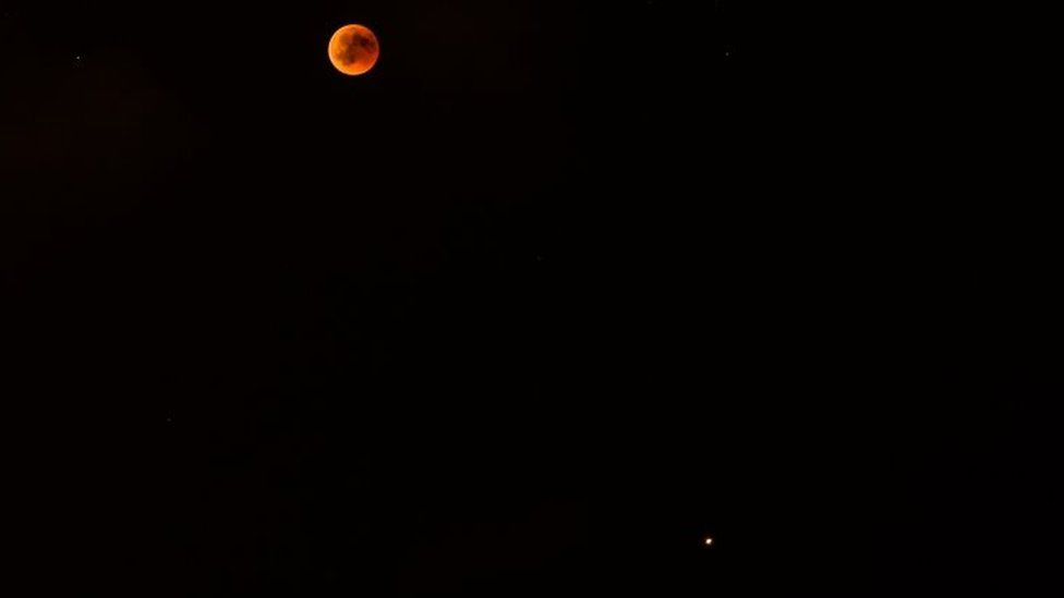 The lunar eclipse and Mars viewed from Spain