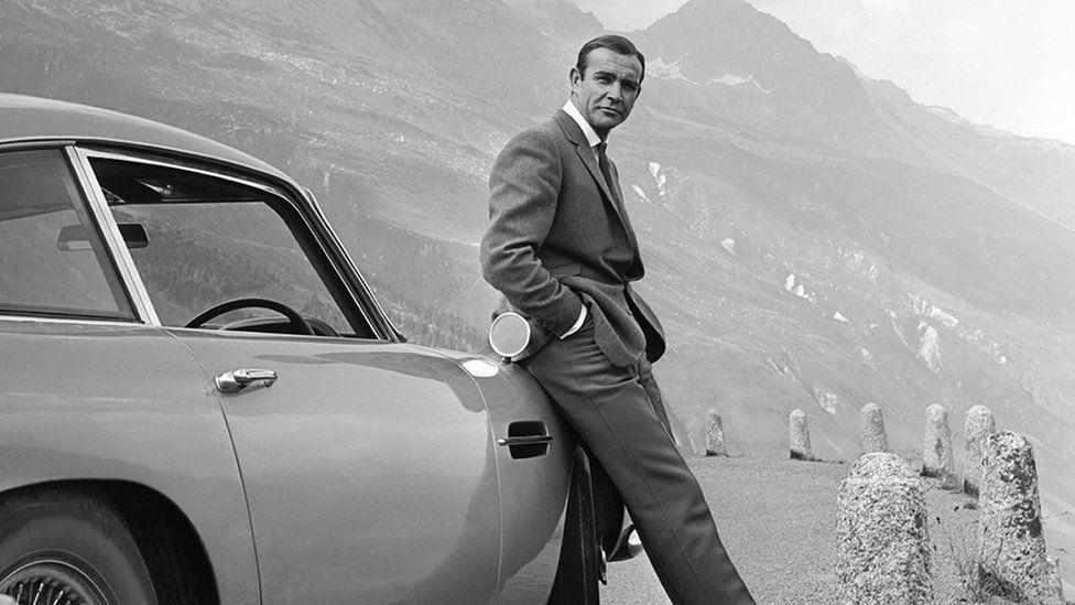 Купить Aston Martin с зарплаты. И еще 5 вариантов вложиться в будущее и прошлое