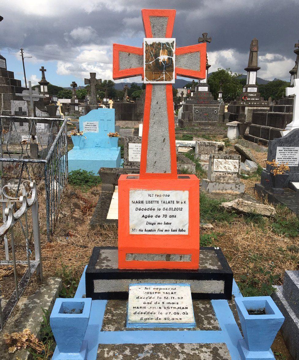 The gravestone of a Chagossian in the cemetery in Port Louis